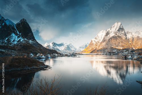 wiosna-w-reine-village-na-lofotach-w-norwegii