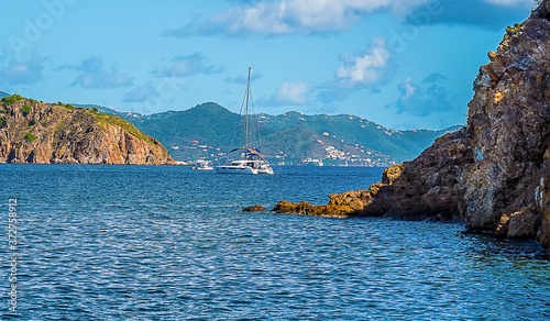 Photo A view past Norman island towards the main island of Tortola