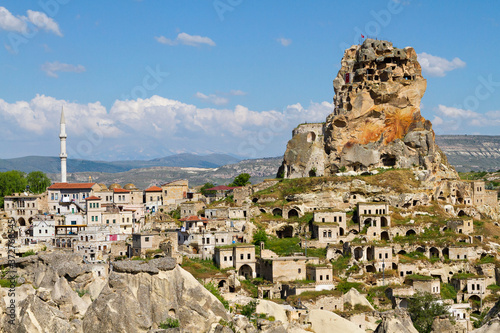 Cuadros en Lienzo View over the ancient houses and cave dwellings in the town Ortahisar, Cappadoci