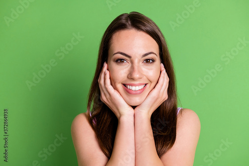Leinwand Poster Closeup photo adorable vogue lady shiny smile palms face look camera posing phot