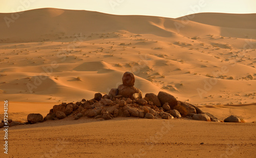Photo An unexpected rock formation in the Namib Desert known as an endless world of sa