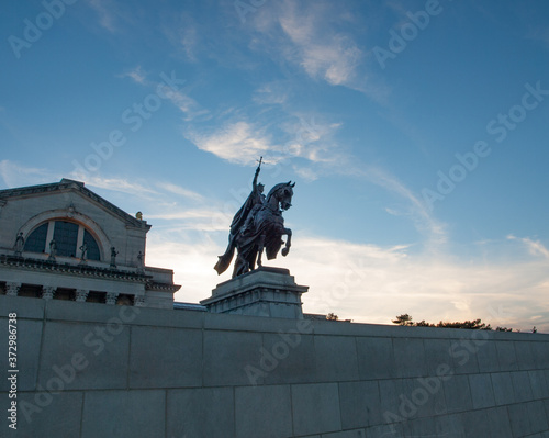 Fotomural King Louis IX statue Art Hill Forest Park St. Louis Missouri USA
