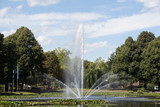 Fototapeta Tęcza - Fontanna w parku miejskim w Dortmundzie
