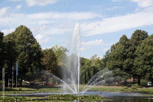 Fontanna w parku miejskim w Dortmundzie