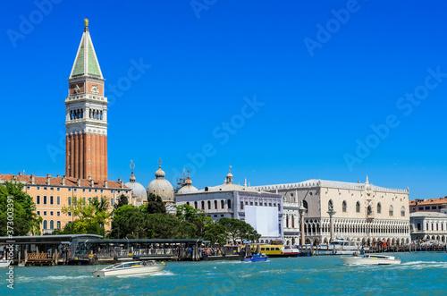 Photo Venice, view of Doge's Palace (Palazzo Ducale),Marciana National Library (Biblioteca Nazionale Marciana),St Mark's Campanile (Campanile di San Marco) and domes of Saint Mark's Basilica