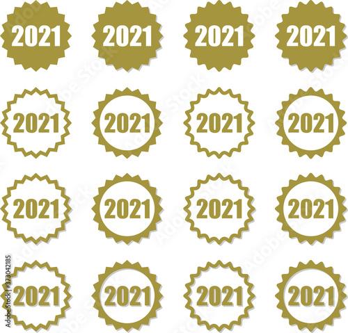 Photo 金色ギザギザフレームの中に数字2021のデザインセット 影と角のまるみのバリエーション