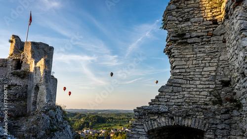 Balony nad ruinami zamku w Ogrodzieńcu Billede på lærred
