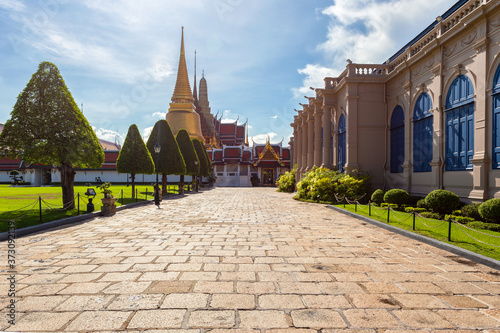 Foto Wat Phra Kaew and Grand Palace in sunny day