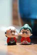 Miniature Japanese Style Ceramic Doll Garden Ornaments Is A Pair Of Happy Old People