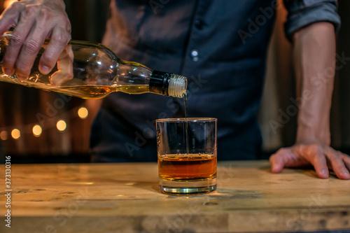 Canvastavla Barman pouring whiskey whiskey glass beautiful night