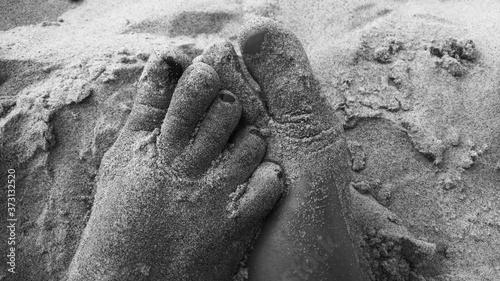 Obraz na plátně Nasze stopy w piasku na plaży.