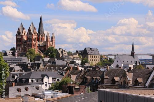 Blick über die Altstadt von Limburg an der Lahn mit dem Limburger Dom im Hinterg Fotobehang