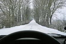 Niebezpieczna Zimowa Jazda Autem Po Lokalnych Drogach