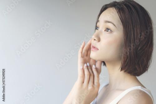 Fotografie, Obraz 女性の美容イメージ スキンケア ボディケア エステサロン 脱毛サロン  ※風俗産業、ポルノ、アダルト、出会い系コンテンツでの使用は規約により禁止されております。