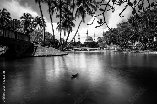 Sultan Salahuddin Abdul Aziz Shah Mosque, also known as Blue Mosque by the river Canvas Print