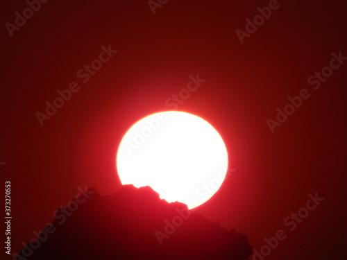 Magnifique coucher de soleil rouge vif Tableau sur Toile