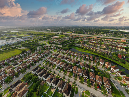 Slika na platnu Aerial photo of residential homes in Miramar Florida USA