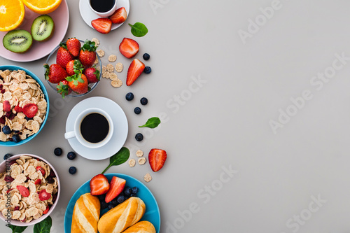 Foto Delicious healthy breakfast with copy space, top view