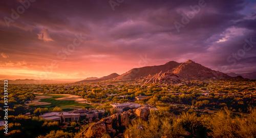 Fotografia Golden sunset over North Scottsdale,Arizona.