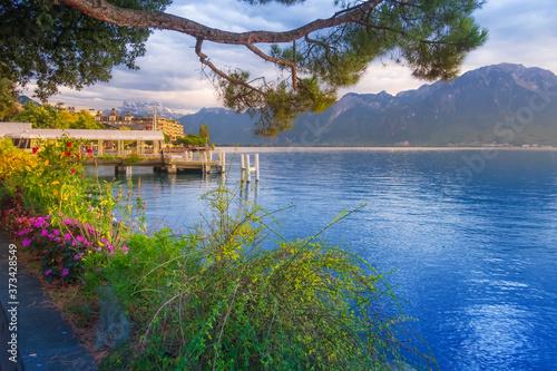 Leinwand Poster Panoramic sunset view of Lake Geneva, Switzerland from Montreux promenade with c