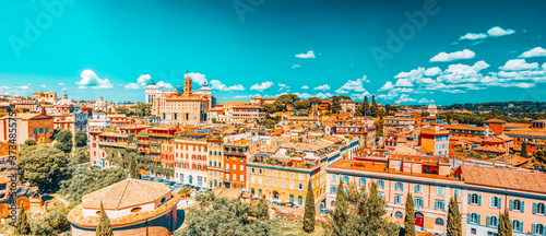 Photo View from the Roman Forum and Palatine Hill(Collina del Palatino ) on top of Rome