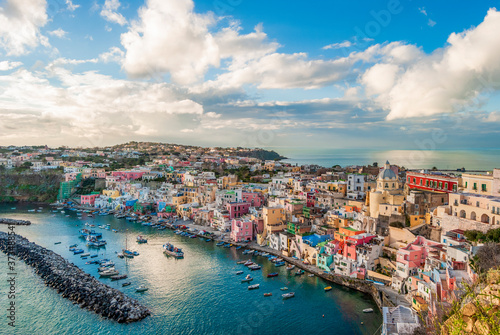 Photo Scenic view of the harbor of Procida island, one of the Flegrean Islands off the coast of Naples in the region of Campania, Southern Italy