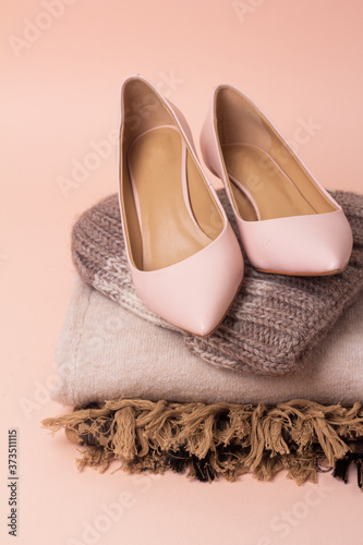 women's shoes, sweater, hat and bag autumn wardrobe close-up. Fototapete