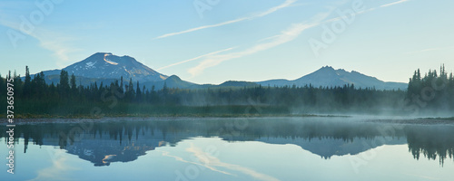 Obraz Fog over the Hosmer Lake in the morning with South Sister in central Oregon. - fototapety do salonu