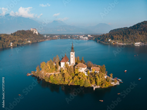 Fotografiet Island on Lake Bled in Slovenia, with the Church of the Assumption