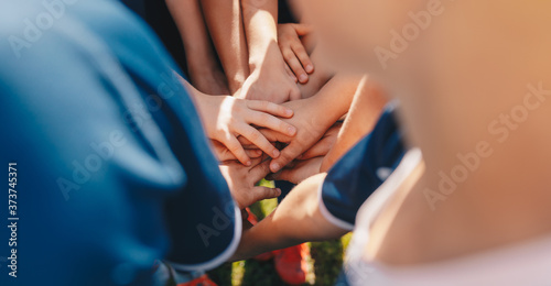 Cuadros en Lienzo Kids sports team stacking hands before the game