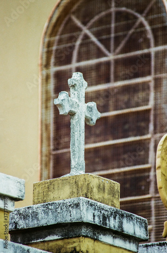 Papel de parede crucifixo sobre a igreja