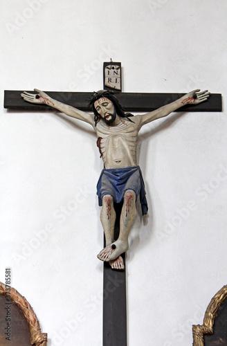 crocifisso antico in legno nella chiesa parrocchiale di Tesimo (Bolzano) Fototapeta