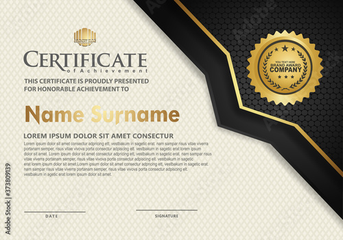 Foto luxury and elegant certificate template with halftone texture on curved shape or