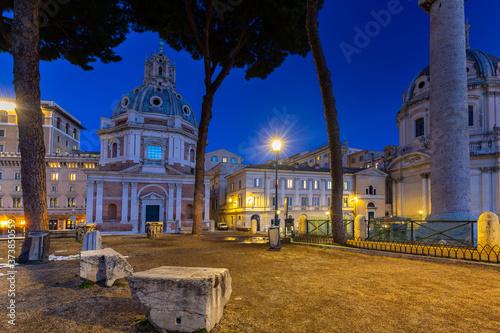 Fotografia Ruins of the Trajan Forum in Rome at night, Italy