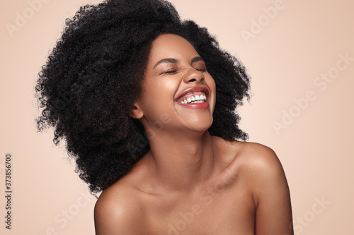 Fototapeta Excited black model with perfect skin