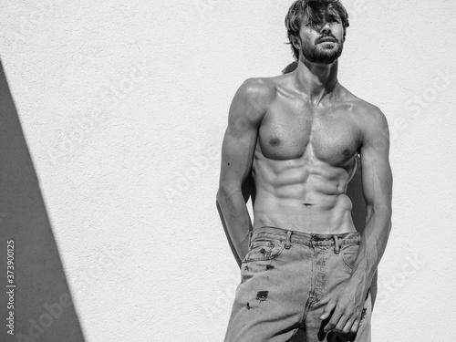 Fotografia Portrait of sporty handsome strong man