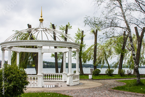 Obraz na plátně White gazebo on an island in the middle of a lake in Ternopil