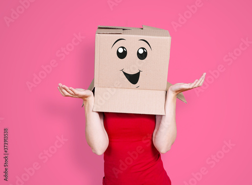 Fotografija Person with cardboard box on its head and a smiling face stretching its hands ou