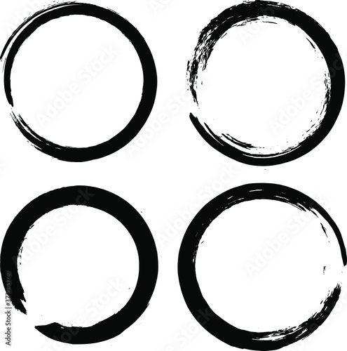 Circle ink brush stroke, calligraphy paint buddhism symbol, Zen enso, black paint round line, vector illustration Fotobehang