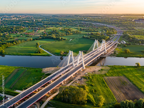 most na rzece i panorama miasta
