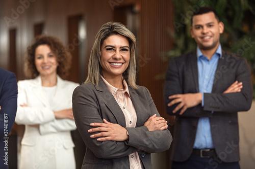 Obraz Latinos em posição de poder - fototapety do salonu