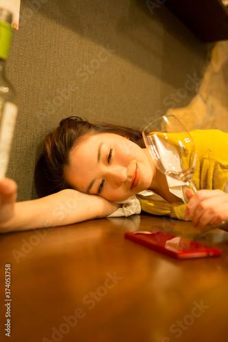 Fotografie, Tablou 酔っ払う女性
