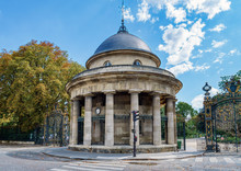 The Rotunda Of Parc Monceau In...