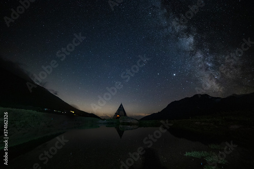 Photo Foto notturna della Via Lattea dal pianeta Terra