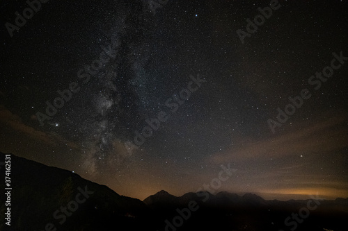 Fotografering Foto notturna della Via Lattea dal pianeta Terra