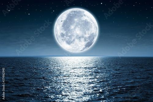 Canvastavla moon over water