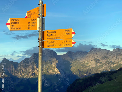 Slika na platnu Mountaineering signposts and markings on the slopes of the Melchtal alpine valle