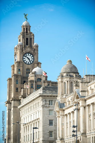 View of iconic grand old waterfront building in Liverpool, UK Fototapet