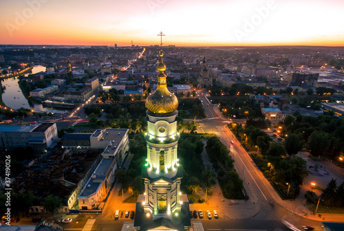 Photo evening aerial view to Holy Dormition Cathedral in Kharkiv