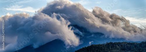 Vászonkép Nuvole e montagne